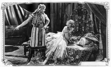 Verfilmd met Rudolph Valentino